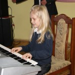 Paulinka Krasuska (Daćbogi) lat 7 przyzwyczaja się do bycia gwiazdą estrady