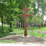 replika krzyża dwuramiennego w Śmiarach postawionego w czasie epidemii cholery